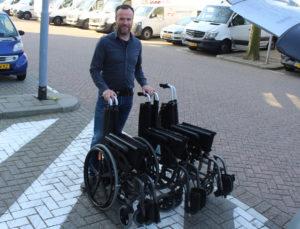 Hulpmiddelencentrum doneert rolstoelen